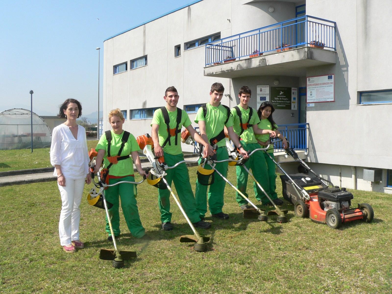 Alumnos del curso de ayudantes de jardiner a comienzan for Empresas de jardineria en girona